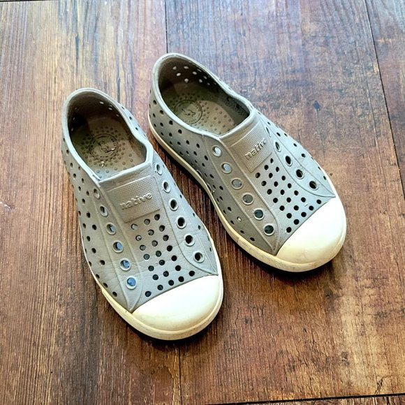 Native grey Toddler size 7 shoes